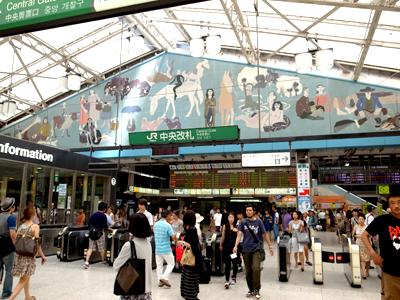 上野駅猪熊01