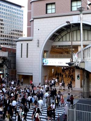 阪急通り抜け通路121003