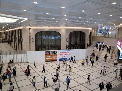 阪急通り抜け通路121003-2