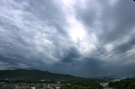 不穏な雲1