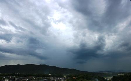 不穏な雲2