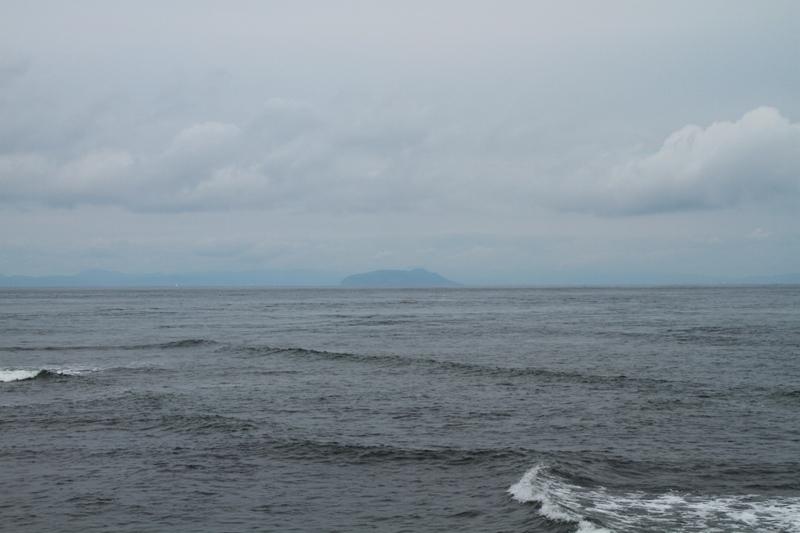 大間から函館山を望む