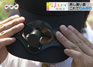 太陽光パネルとファンがついた帽子