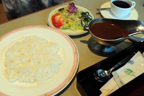 福岡空港国際線ターミナル内での朝食