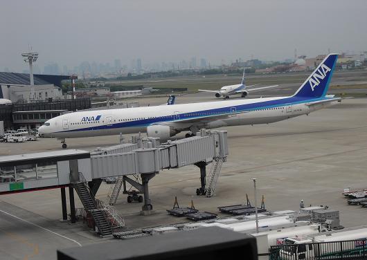 14 大阪空港・B777