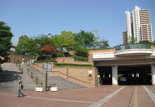 13 阪神・尼崎駅前