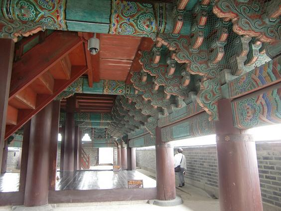 11 水原華城・長安門の内部