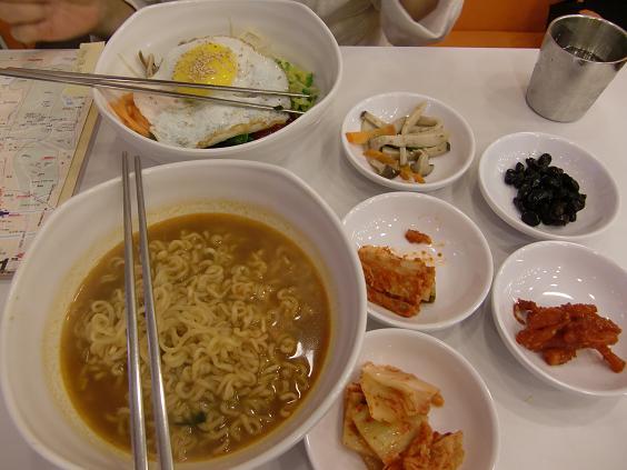 7 朝食 ラーメンとビビンバ