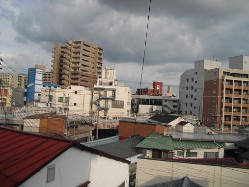 4 雑餉隈駅前・ホテルの窓より