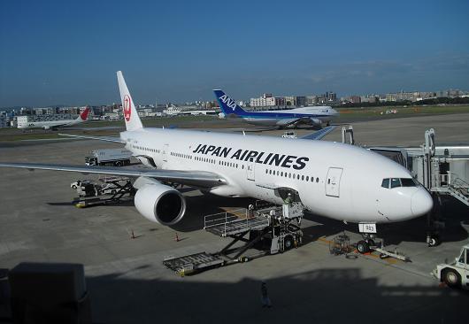 12 福岡空港のレストラン窓より