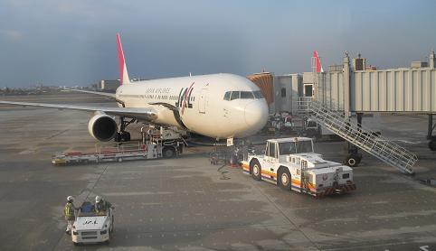 2 大阪・伊丹空港JALにて出発