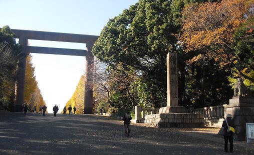 1 靖国神社・参道入口の大鳥居