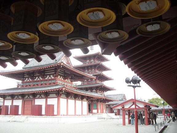 10 回廊から金堂・五重塔