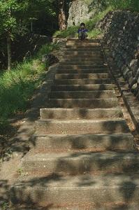 岩殿山への階段