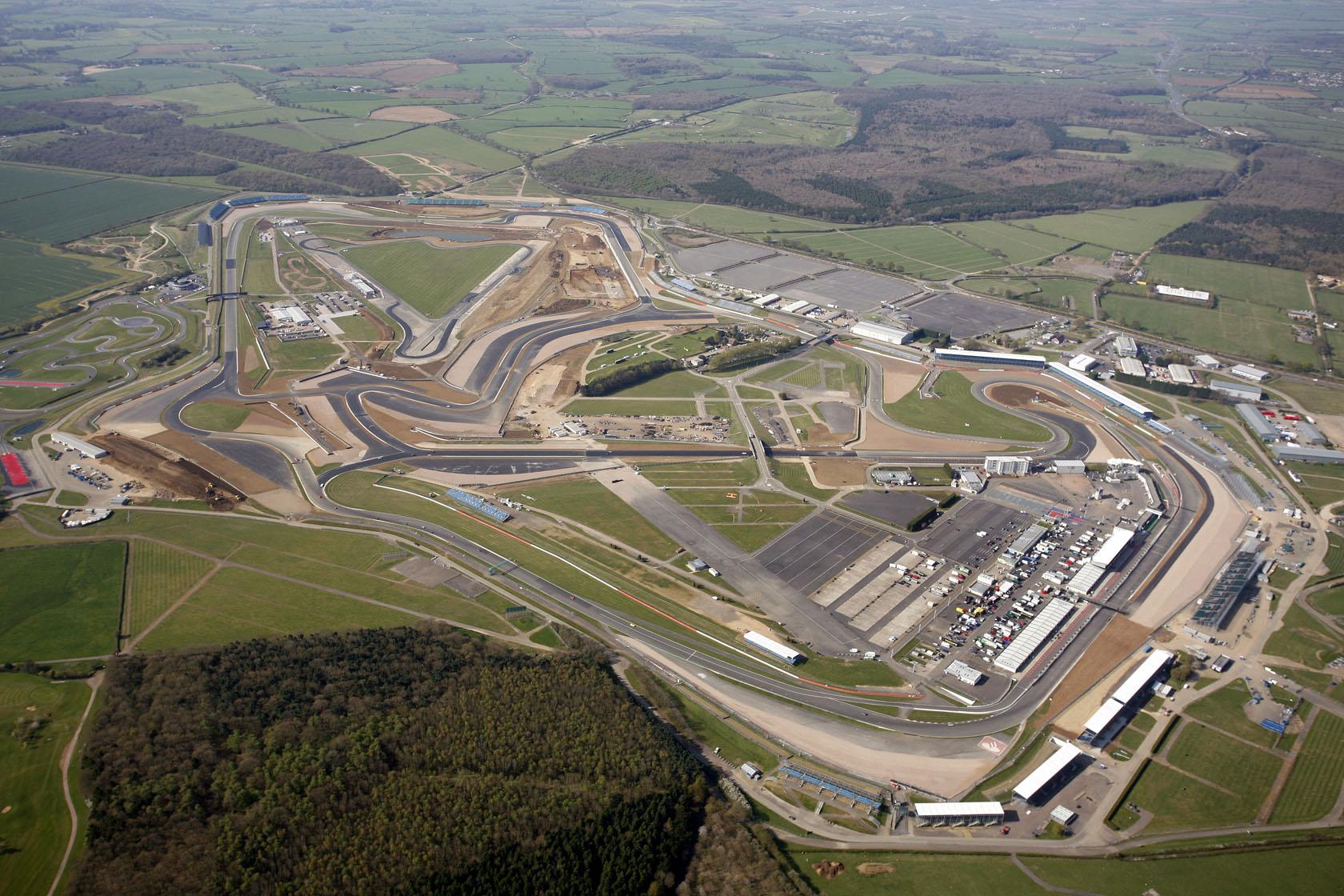 2012MotoGP_rd06_New-Silverstone-Grand-Prix-Circuit-2.jpg