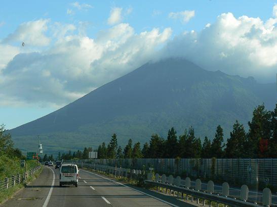 車窓からの岩手山