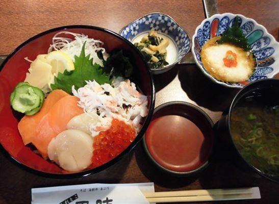 斜里町の食事処で夕食・海鮮丼