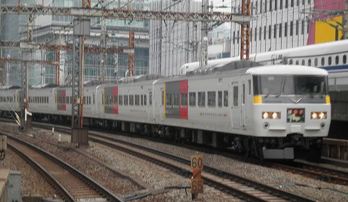 宮オオ185系「OM 06」+「C5」編成(2014年1月25日・有楽町駅)1