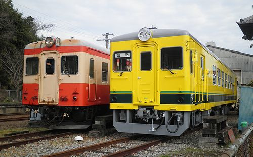 いすみ鉄道キハ52 125(左)・いすみ352(右)(2014年2月7日・大多喜駅)
