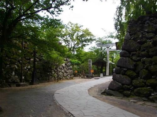 小諸城黒門の先