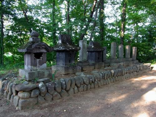 玄江院大井氏の墓 (1200x900)