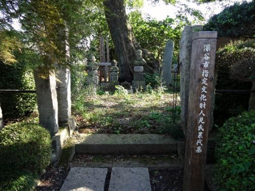人見氏の墓所 (1200x900)