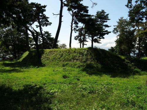 谷戸城本丸の土塁 (1200x900)