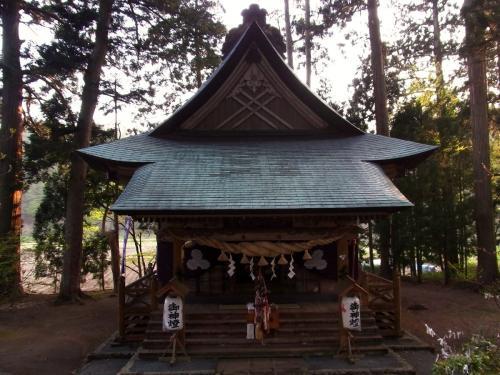 4唐松神社拝殿 (1200x900)