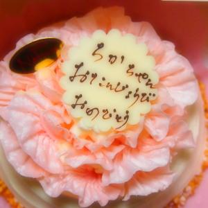 このケーキは先月のもの。誕生日は今日ではありません。最寄駅にある「ナツロウ」のケーキです。