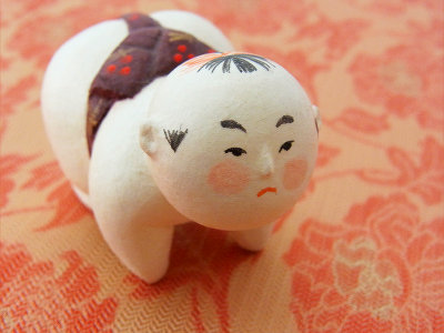 紙人形です。大阪の作家さんのものです。