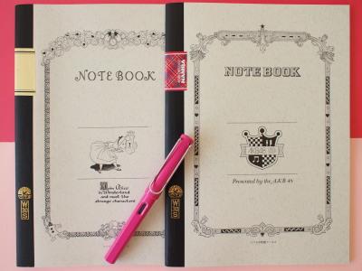 ピンクのペンはラミーの万年筆。インクはブルーを入れています。