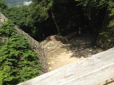 2012 07 17 彦根城 上から下を覗く