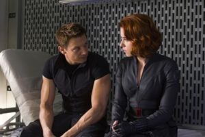 Hawkeye-Black-Widow-in-The-Avengers-hawkeye-and-black-widow-28617936-560-373.jpg