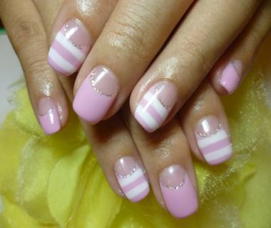 2012夏ネイルデザイン ピンクのボーダーフレンチ夏ネイル