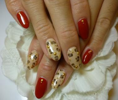 2012秋冬ネイルデザイン 赤×ベージュバイカラーネイル ワンカラーネイル ひょう柄ネイル レオパード柄ネイル