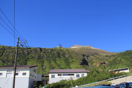 那須岳ロープウェイ駐車場から山頂方面