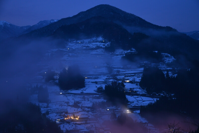 夕霧に包まれゆく落合集落 (徳島県東祖谷)