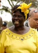 Wangari_Maathai_in_Nairobi[1]