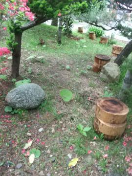 小道造前の庭