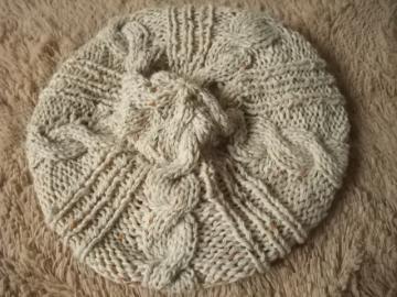ケーブル編みニット帽