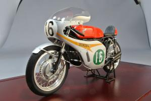 TAMIYA 1/12 Honda RC166 GP Racer