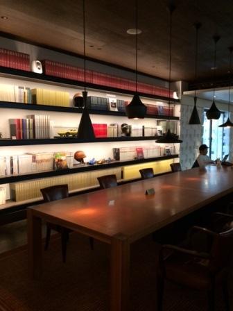 蔦屋書店2F