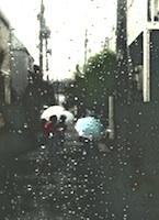 h18雨道路子どもたちh200