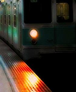 s地下鉄ホーム到着先頭0250