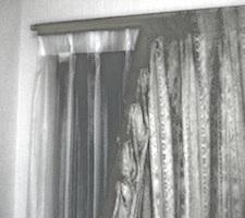 s08こわれたカーテン02