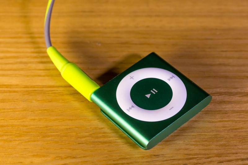 iPod shuffle & Bose SIE2 sport headphones(2)