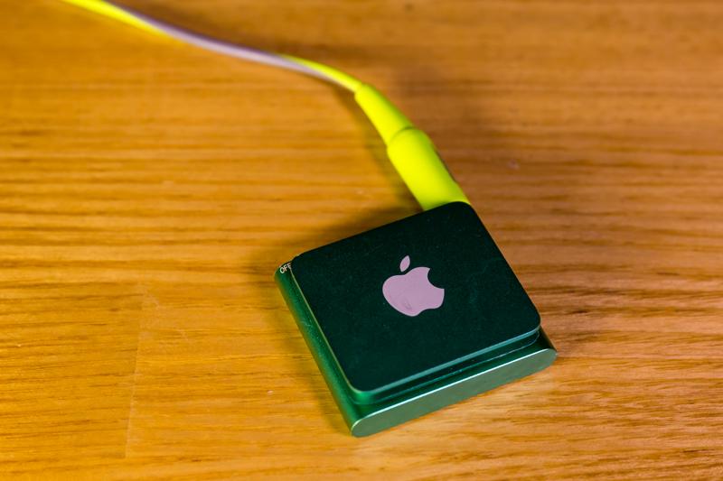 iPod shuffle & Bose SIE2 sport headphones(6)