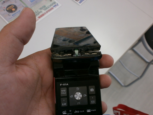 携帯折れました