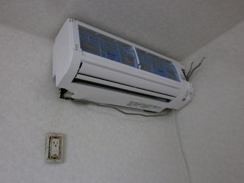山口市佐山 三菱エアコン MSZ-AXV282 取替工事