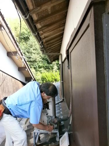 山口市阿知須 シャープエアコン AY-B25DX 取替工事 室外機屋根置き